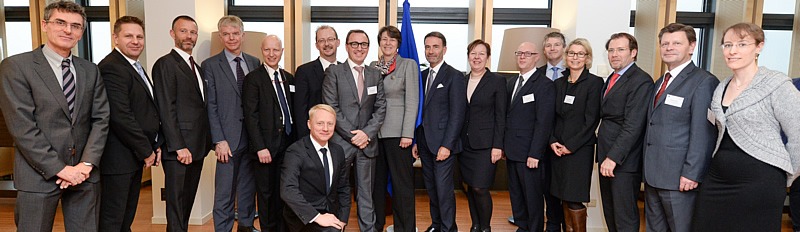 Members of the SESAR Deployment Alliance with Transport Commissioner Violeta Bulc (centre) and Margus Rahuoja EC Director of Aviation (front).